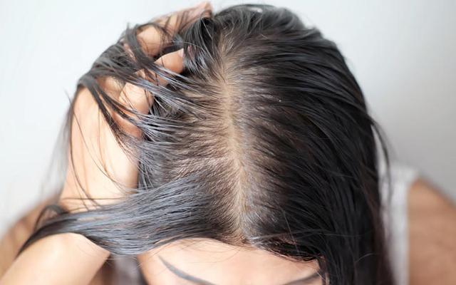 Как превратить сальный блеск волос в ослепительное сияние